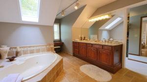1122 Stratford Place - Master Bathroom